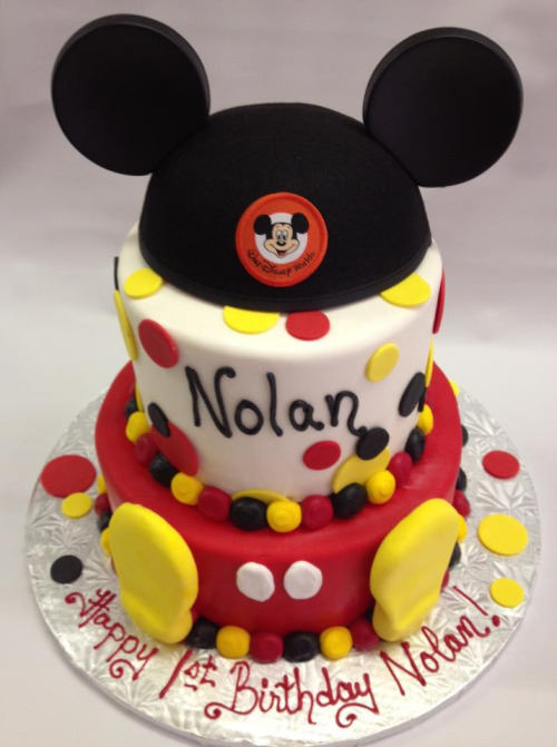 Mickey Mouse cake (by megkin)