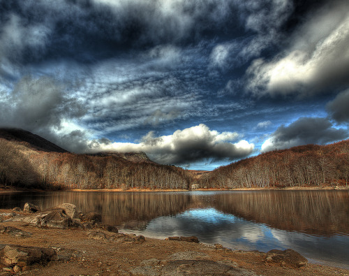 (via All sizes | Lago del Montseny…. | Flickr - Photo Sharing!)