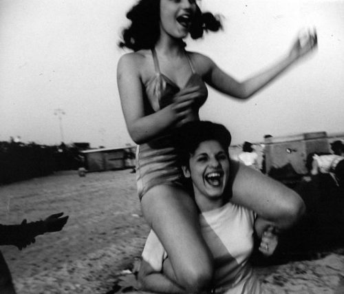 hollyhocksandtulips:  Coney Island, 1947 Photo by Sid Grossman