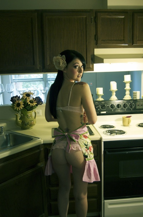 fuckdanielmaitland:  I need a girlfriend who will cook for me like this