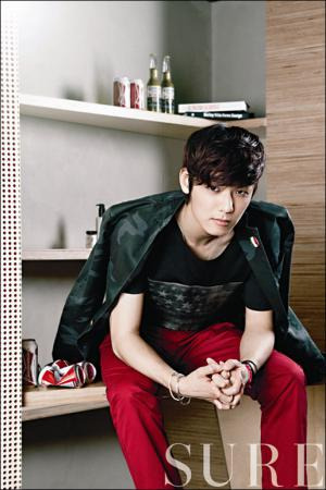 Minhyuk on SURE magazine August issue (1)  credit: MyDaily