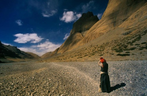 mianoti:  Alison Wright * Western Tibet Circumambulating Mount Kailash —- Where would I find enough leather To cover the entire surface of the earth? But with leather soles beneath my feet, It's as if the whole world has been covered. — Shantideva * or Who doesn't want to hurt his feet walking the rough and brambly earth has two choices; either cover the earth with leather or make himself a pair of sandals.