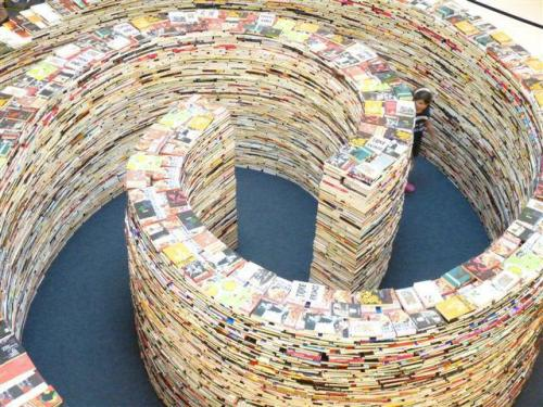okyrrd:  Maze Made of 250,000 books -London 2012 Festival