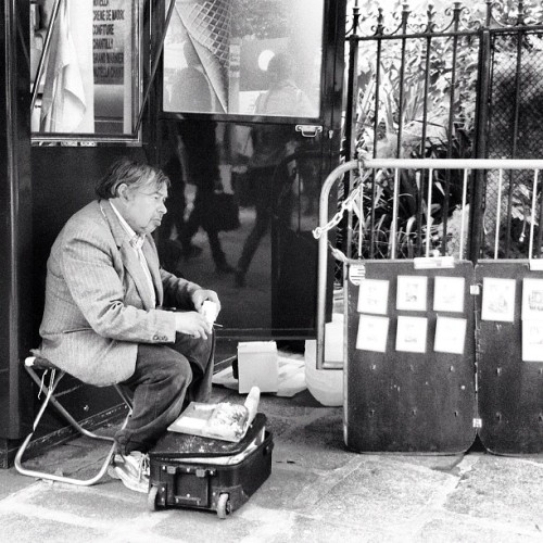 l'aquarelliste | the watercolourist #paris #france #blackandwhite #bw #artist #streetscene #wanderings #westerneurope #character (Taken with Instagram at Saint-Germain-des-Prés)