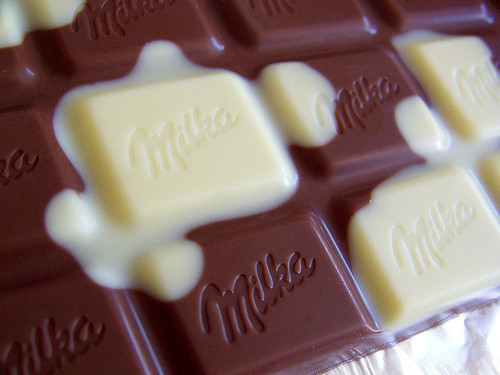 yummmaystuff:  yummaystuff  milka milk & white chocolate bar.