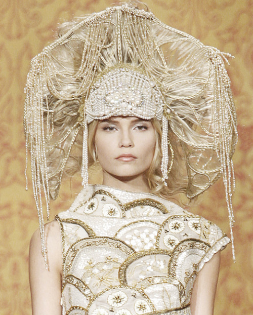 lavandula:  natasha poly at chanel pre-fall 2009