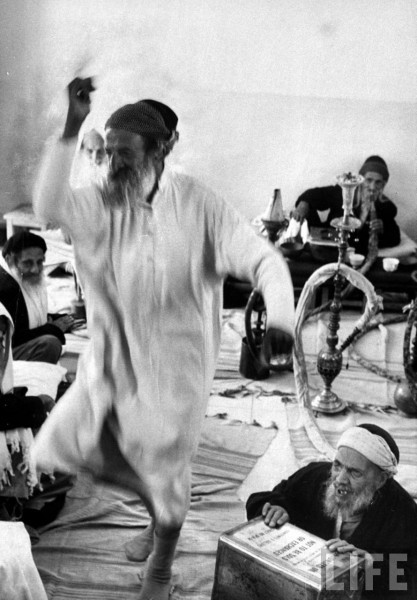 eretzyisrael:  Yemenite Israelis in home for aged dancing to celebrate Lag B'Omer (via LIFE – Israel 1960 by Paul Schutzer)