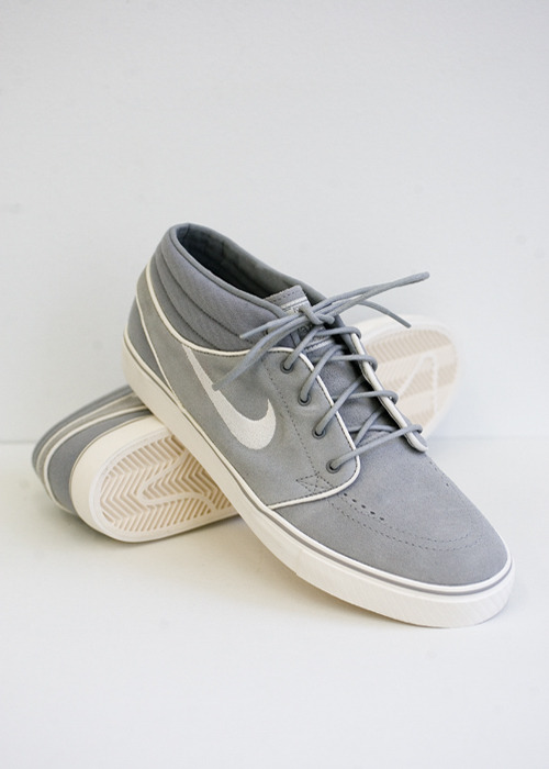 Nike SB.  Janoski Mid.  Medium Grey / Chalk.