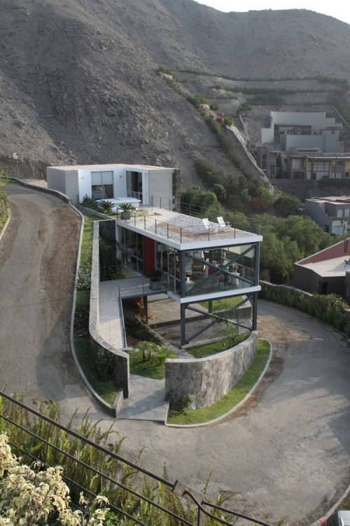 aros:  Viewpoint House by 2.8x Arquitectos  If I lived here I would drift into the garage every night.