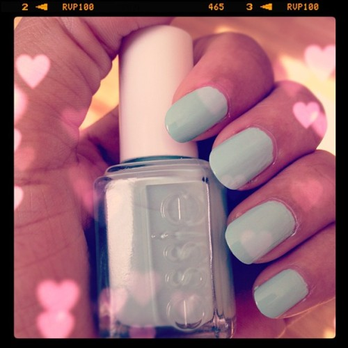For this week's nails, I used nothing but Essie's Mint Candy Apple shade.  I love this color!