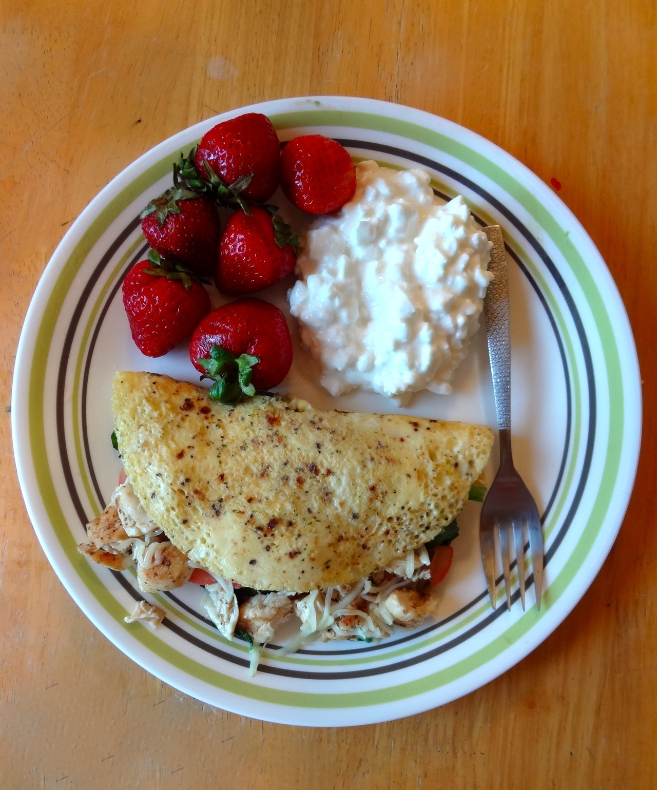 yeskasveggiessmellasgoodasbacon:  Chicken Omelette, Low-Fat Cottage Cheese, & Strawberries355 calories; 12 net carbs  I see what you did there, you wrapped a chicken in it's offspring. The Horror! JK