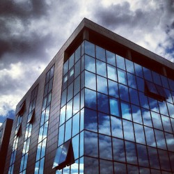 Moje su nebo uramili u staklo #sky #glass #building #reflection #instagram (Taken with Instagram)