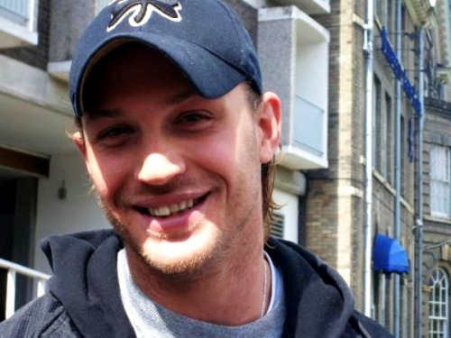 this-means-tom-hardy:  HIS SMILE <3