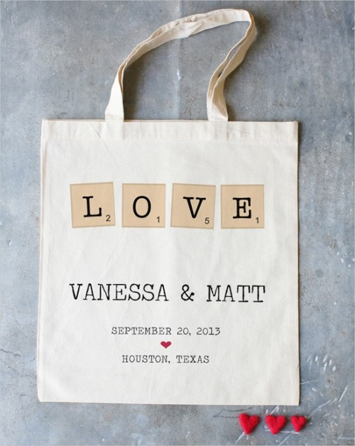 A tote as a save the date! Very cute