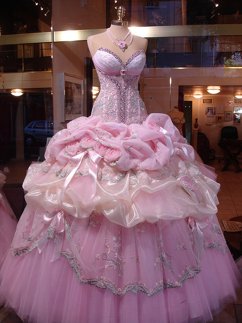 jilbabstyle:  The ultimate princess dress goes to…  omg this is just…wow