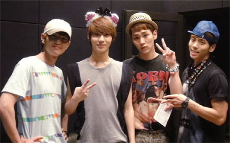 [PIC] SHINee official site update Taemin sweet 20th Birthday party 120718 !- source : Sachia92