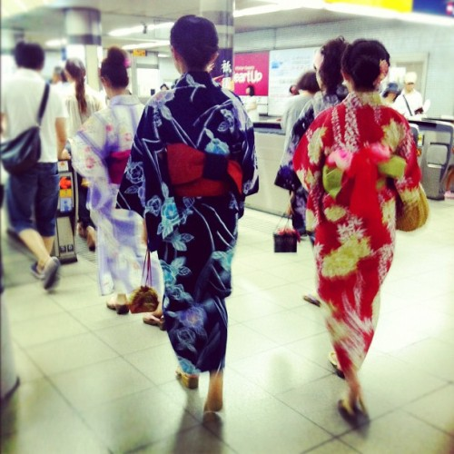 #yukata #girls #gionmatsuri #festival #kyoto #japan #instagram  (Taken with Instagram)