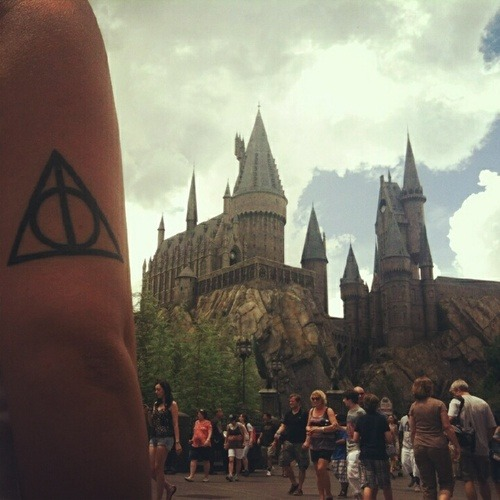 fuckyeahtattoos:  Harry Potter Deathly Hallows tattoo. Got it done a year ago by El Ray at Goodfellas Tattoos.