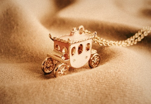 ma-demoiselle-cherie:  Carriage *-*