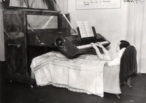 (via Invalid Piano, 1935 | Retronaut)