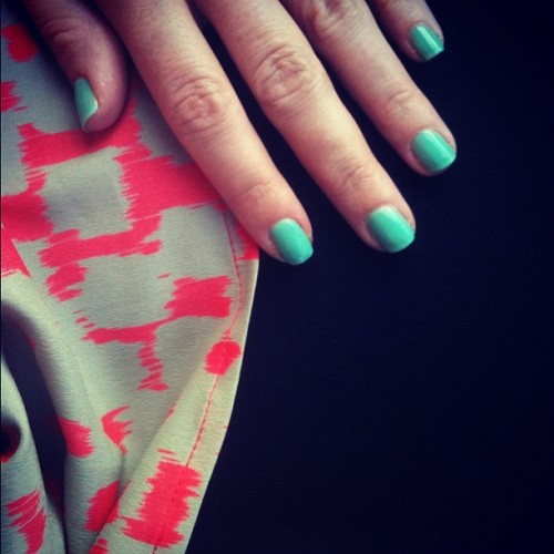 turquoise nails + a coral & cream top + black denim = an undeniably good great mix for a Wednesday. Essie Turquoise & Caicos polish BP top from Nordstrom Joe's jeans