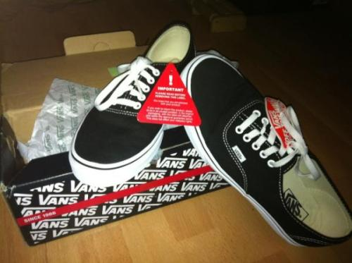 ow3n:  I'm selling brand NEW black vans authentic for under £20 buy buy buy http://cgi.ebay.co.uk/ws/eBayISAPI.dll?ViewItem&item=320948172698#ht_500wt_1413