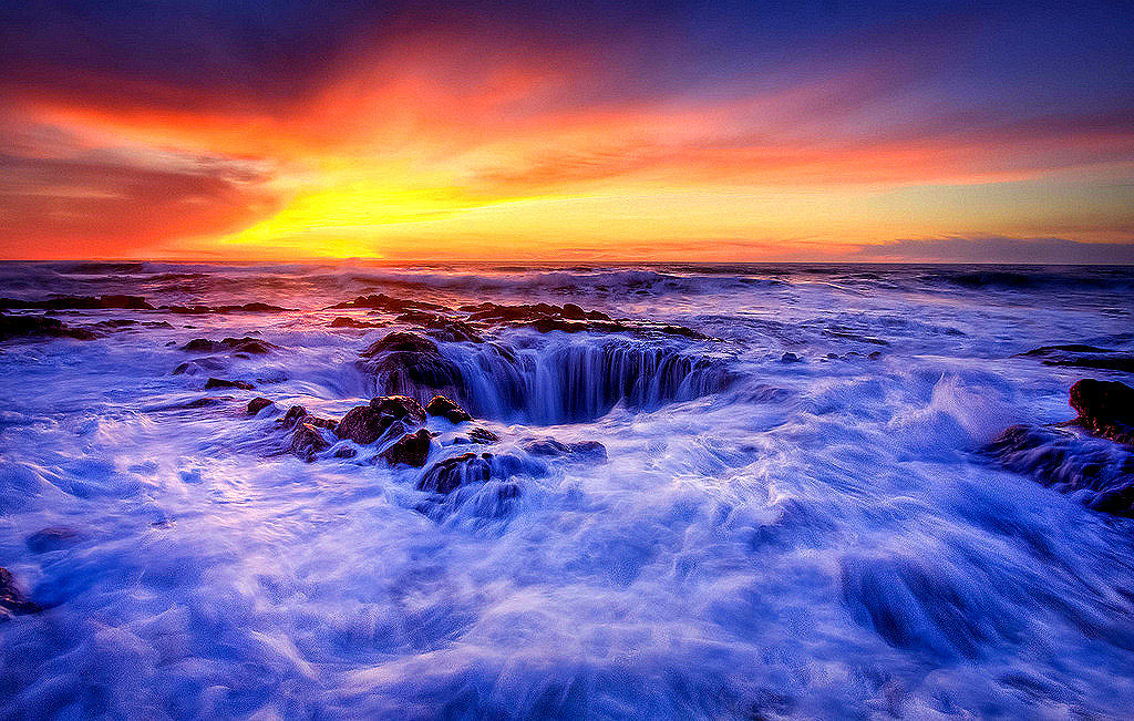 lori-rocks:  Thor's Well, Yachats Oregon USA, (by Fresnatic) ~edit via ~Lori