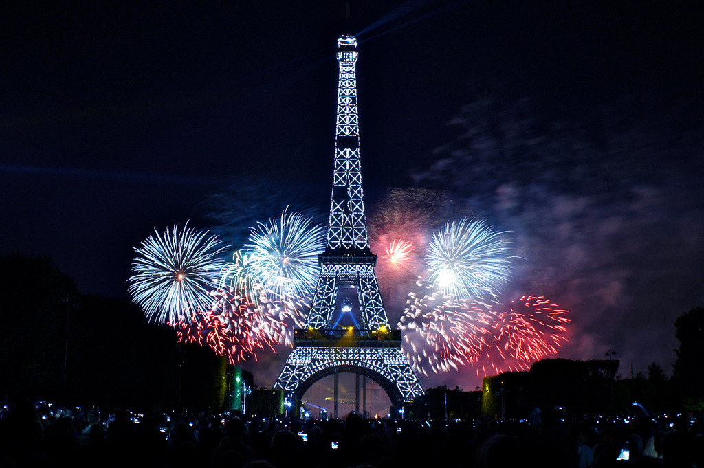 unoriginallyyours:  Paris fireworks bastille day La Fête Nationale (by margory.june)