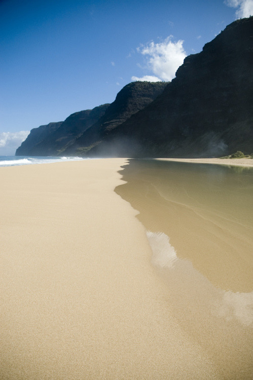 (via Perfectly undisturbed sand on a beach | Murray Mitchell)