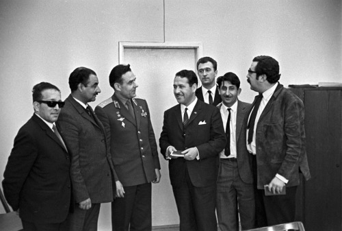 Vladimir Komarov talking with Chilean journalists (1966) (Source)