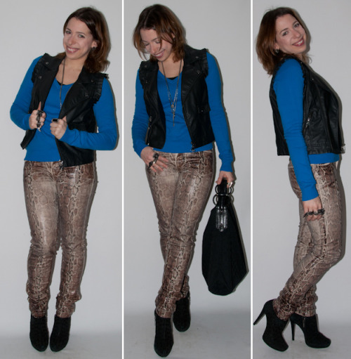 (via Look do dia: como usar estampa de cobra, colete de couro e ankle boot /Blog de moda e estilo – Levitando… por Luciana Levy)