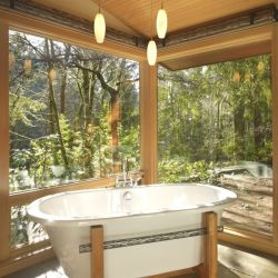 Bathe with the wild in this beautiful home near Seattle, US. These oversized log cabins really work for me. Source: http://www.homedit.com/the-luxurious-lake-forest-park-property-finne-architects/