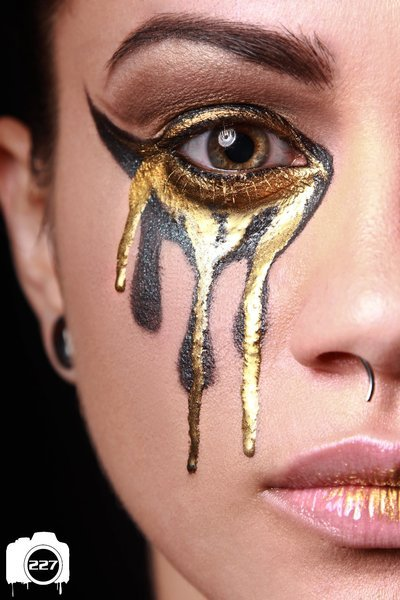 beautylish:  MJ J. creates a gorgeous golden eye look with Sugarpill's Goldilux! Tears of gold are the only kind of tears we want to be crying!