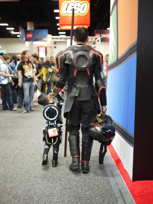 bethanyromance:  cosplayingchildren:  A father/son TRON cosplay as shot from behind at SDCC 2012.  This is absolutely the most adorable thing in the world.