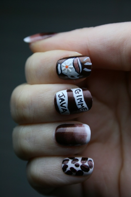 nevertoomuchglitternailart:  Coffee-themed nail art for all of us caffeine addicts!  this is so sweet!