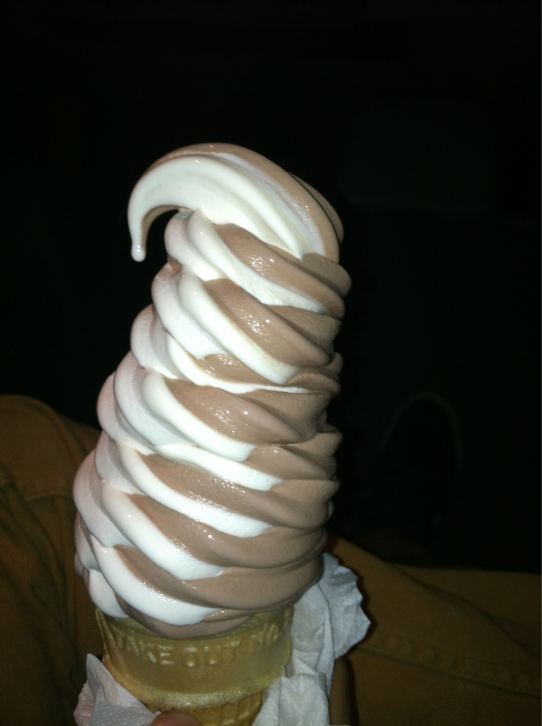 int0xication:  wOW look how tumblr my ice cream is