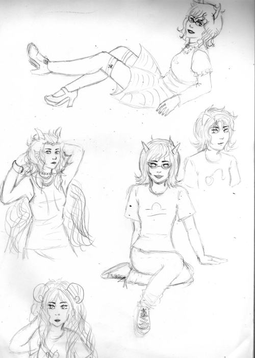 more doodles! please pretend that Aranea's legs and Feferi's arms are a normal length unu