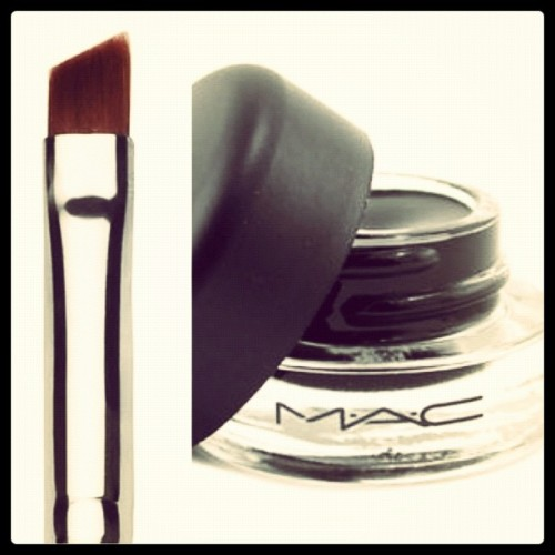 Adding to the birthday wish list. M.A.C Fluidline and brush 266. #MACcosmetics #fluidline #brush #makeup #birthdaywishlist (Taken with Instagram)