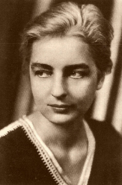 A very nice little biography of Ruth Benedict from Vassar College where she was an undergraduate student:  http://vcencyclopedia.vassar.edu/alumni/ruth-benedict.html