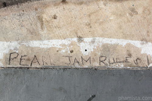 Outside our hotel. #PearlJam #SDCC