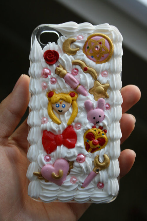 (via READY TO SHIP Sailor Moon whipped cream decoden by littleloveinc) I redid my Sailor Moon case!  Hope you like it :)