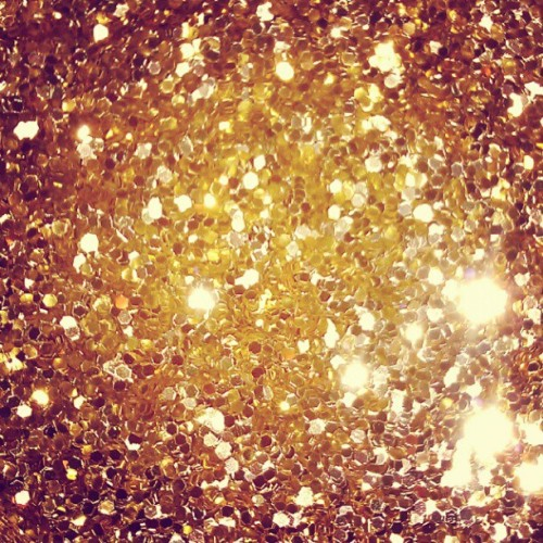 miss-doom:  Gold #glitter #obsession #goldeneverything (Taken with Instagram)