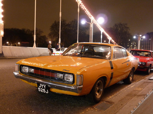 Night gathering Starring: '71 Chrysler Valiant Charger R/T (by © Andrew)