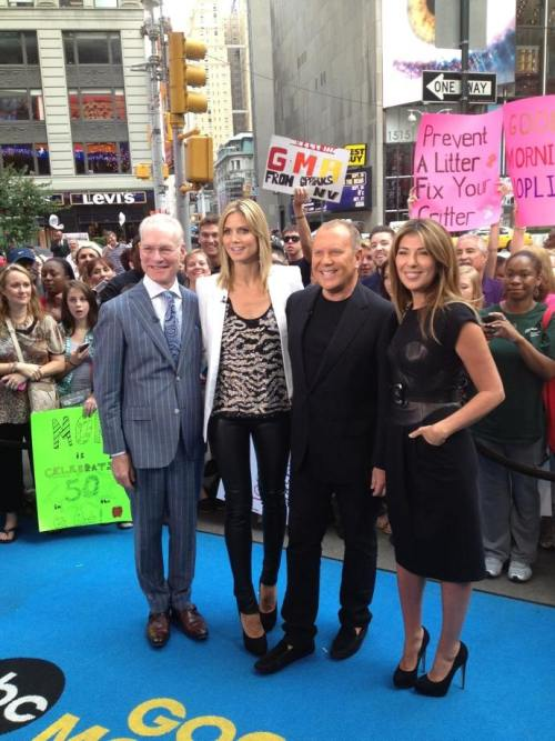ninagarcia:  With the Project Runway gang today in Times Square! Project Runway airs TODAY! 9pm EST on Lifetime!!!!!
