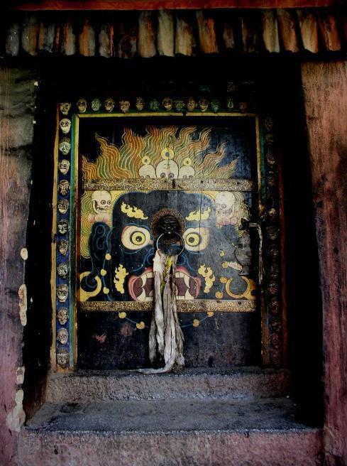 mierdadevida:  Door of Mahakala.
