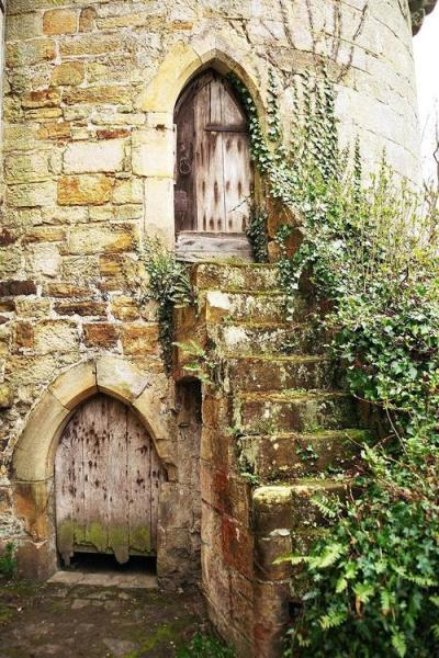 myfotolog:  Scotney castle, ©worldisround  Highgarden