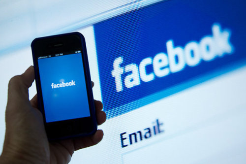 Reported U.S. drop in Facebook users causes stock decline - latimes.com ¿Facebook ya no mola?