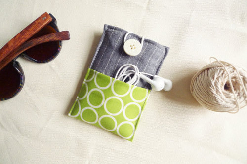 etsygoodies:  (via minimal pouch circle on lime/grey 2 extra by qtpiworkshop)