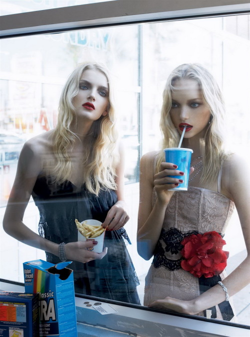 jojoaponte:  The Healthy Issue Lily Donaldson & Gemma Ward by Steven Meisel for Vogue US December 2005