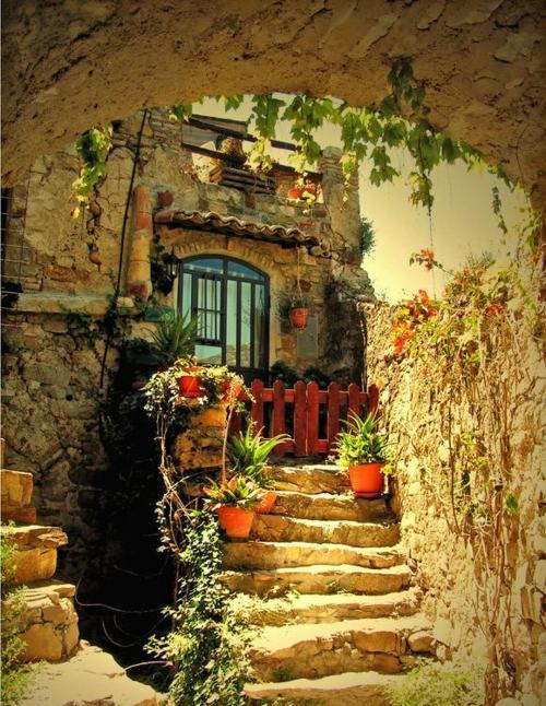 bluepueblo:  17th Century House, Tuscany, Italy photo via bottlestars